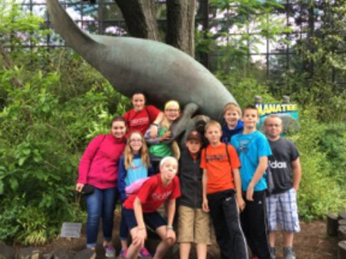 Students pose at the Cincinnati Zoo