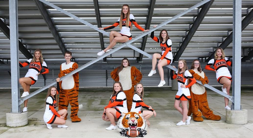Varsity FB Cheerleaders