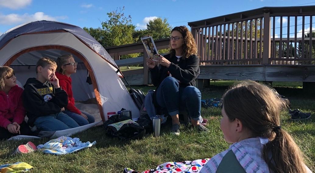 Brenda Braun reading to 3rd grade