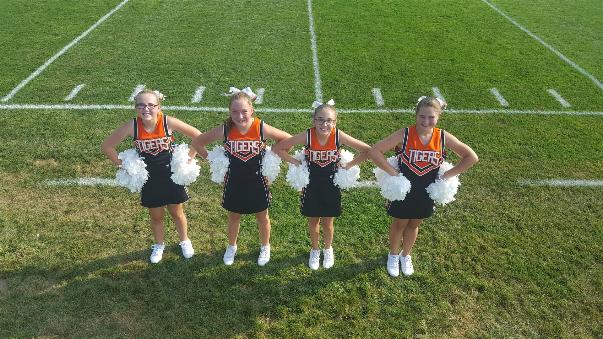 7th grade football cheerleaders