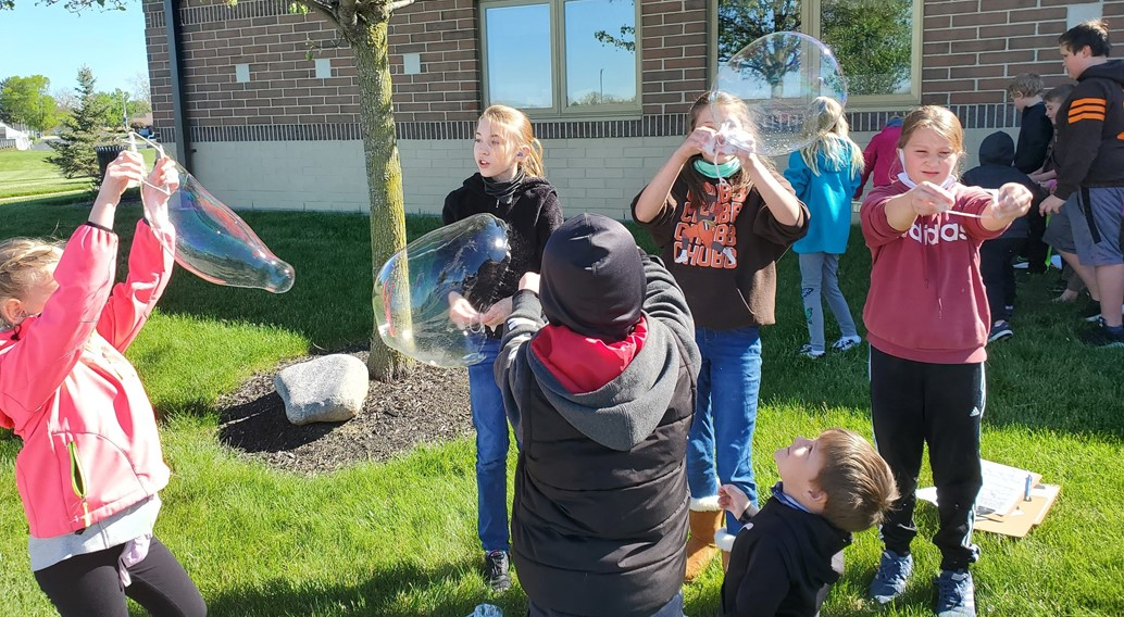 5th grade & K students experiment with bubbles